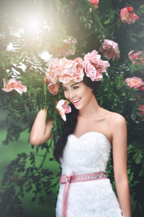 Kim Phượng nổi tiếng vì nhan sắc và tài năng khi còn ở Cần Thơ.