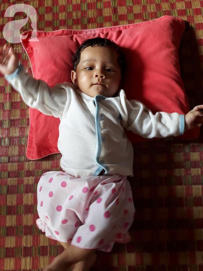 Bé Thạch Thị Mai Phương được hơn 2 tháng tuổi, thiên thần đáng yêu của chị Mai.
