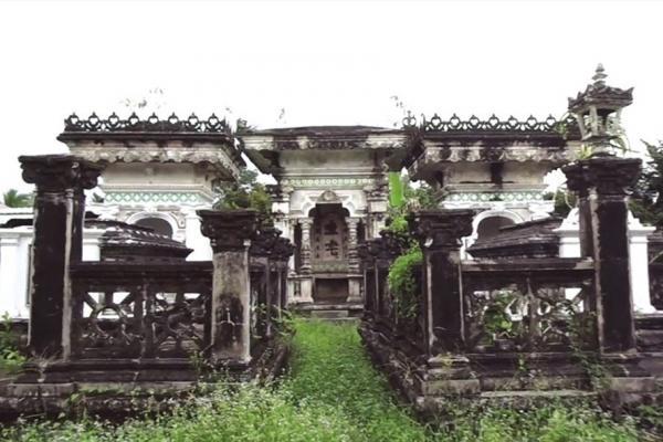 Quần thể mộ cổ với những nét kiến trúc độc đáo của gia đình ông Hùng.