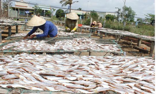 Hiện tại, khô cá lóc bán đến tay người dùng khoảng 320.000 đồng/kg. Ảnh: Facebook.