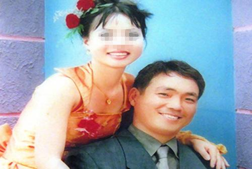 Cô dâu Võ Thị Minh Phương (28 tuổi) ôm 2 con nhảy lầu tự tử năm 2012 vì không chịu nổi cảnh bạo hành của chồng.