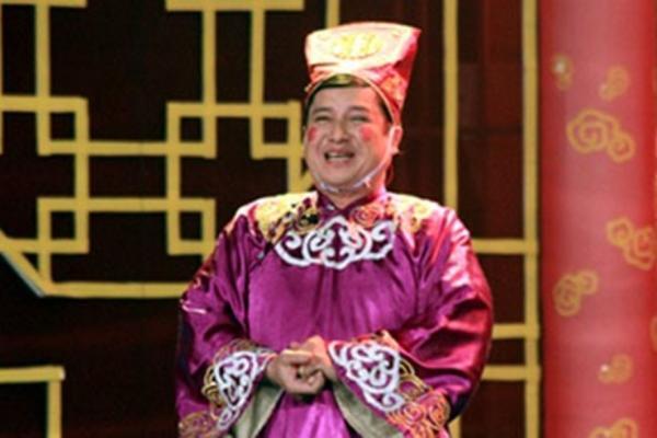 Nghệ sĩ Chí Trung trên sân khấu Táo quân 2017.