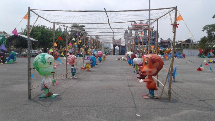 Lối vào bên trong lễ hội được các nhân vật hoạt hình