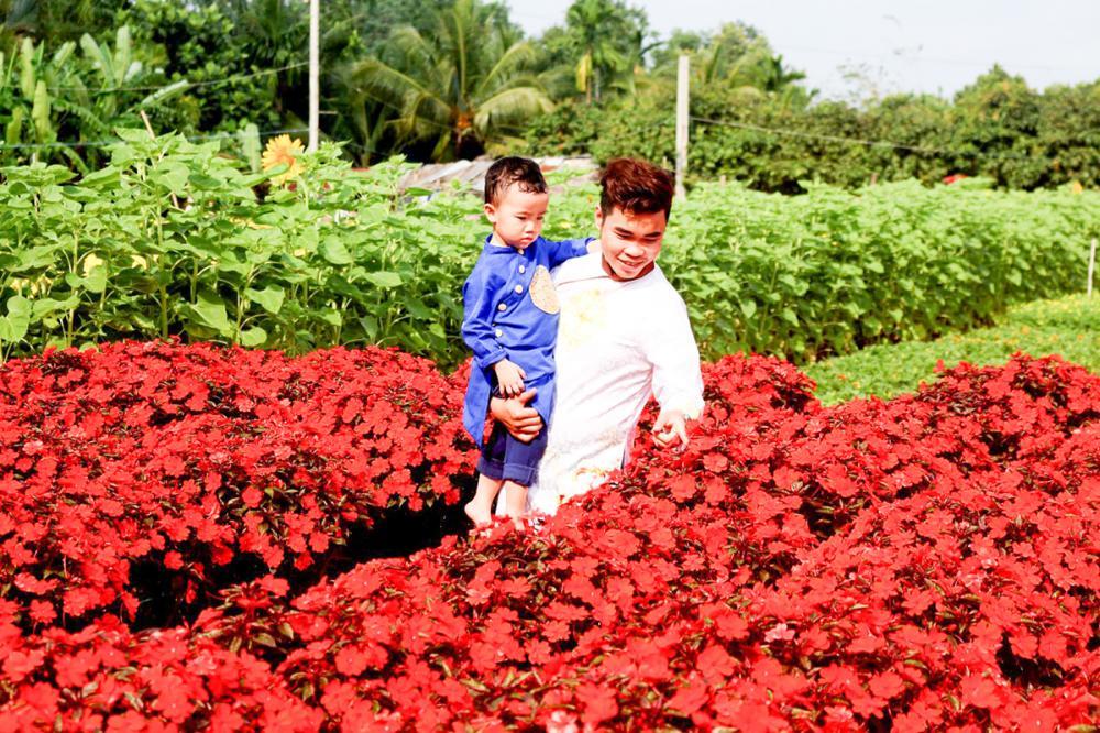 Du khách có thể đến làng hoa Phó Thọ- Bà Bộ tham quan và chụp ảnh.