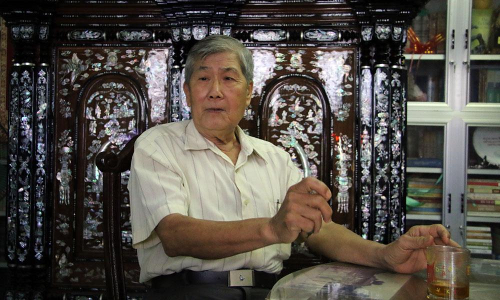 Dù nghỉ hưu đã gần 30 năm nay nhưng ông Huỳnh Văn Minh, nguyên giảng viên Trường ĐH Cần Thơ, vẫn còn lưu giữ hàng nghìn tấm thẻ sinh viên