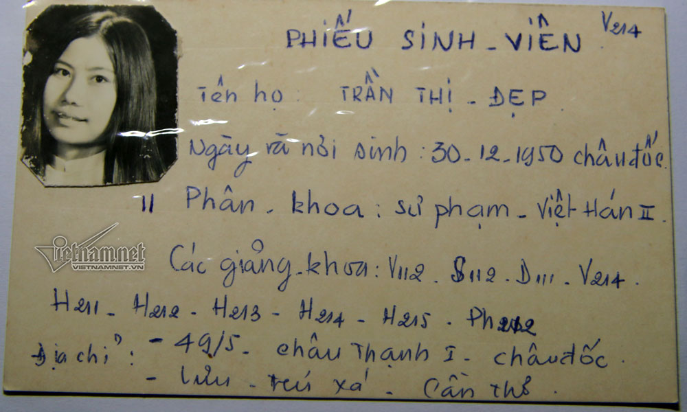 Từng giảng dạy gần 50.000 sinh viên các khóa, ông Minh không nhớ được cụ thể từng người nhưng nhờ những tấm thẻ này mà ông vẫn nhớ những thông tin cơ bản nhất.
