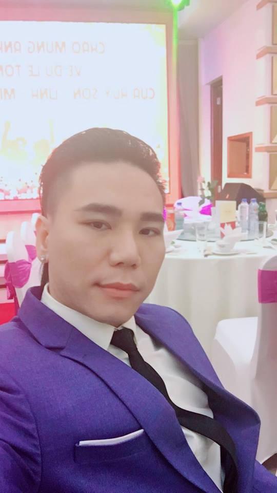 Bầu show của Châu Việt Cường cho biết, ca sĩ này là một người rất ăn chơi, sống bạt mạng và khó kiểm soát.