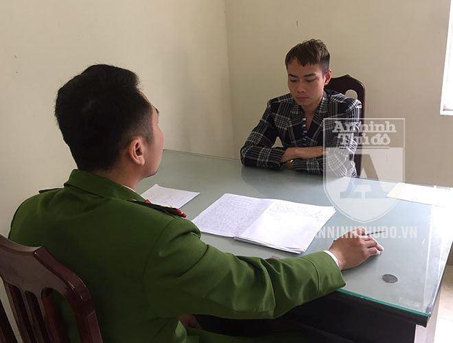 Nam Khang tại đồn công an quận Ba Đình. Ảnh: An ninh thủ đô.