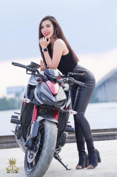 Hội chơi xe mô tô Cần Thơ đang tụ hợp rất nhiều các chân dài xinh đẹp. Họ cùng có một niềm đam mê tốc độ.