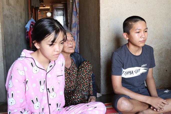 Hai em Phan Châu Quỳnh Nhi và Phan Châu Lộc được cho về nhà đón Tết