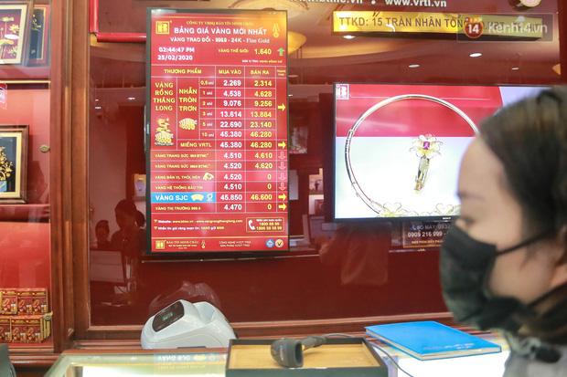 Đến 14h44 chiều ngày 25/2, giá vàng SJC ghi nhận mức 45.850 triệu đồng (bán ra), 46.600 triệu đồng (mua vào).