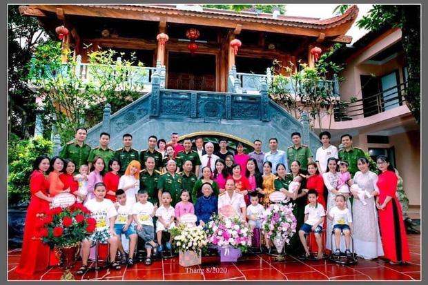 Gia đình quân nhân của Hậu Hoàng