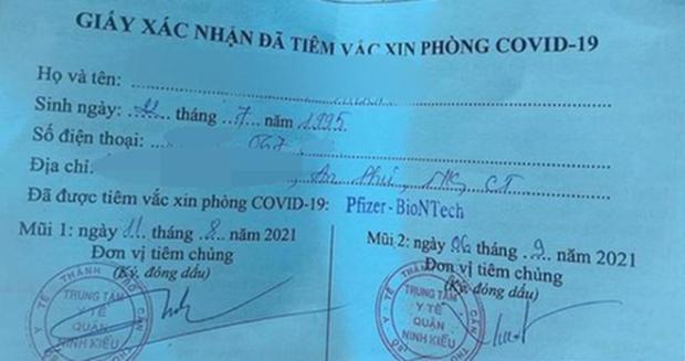 Cô gái đăng giấy xác nhận đã tiêm mũi 2 (Ảnh: Facebook)