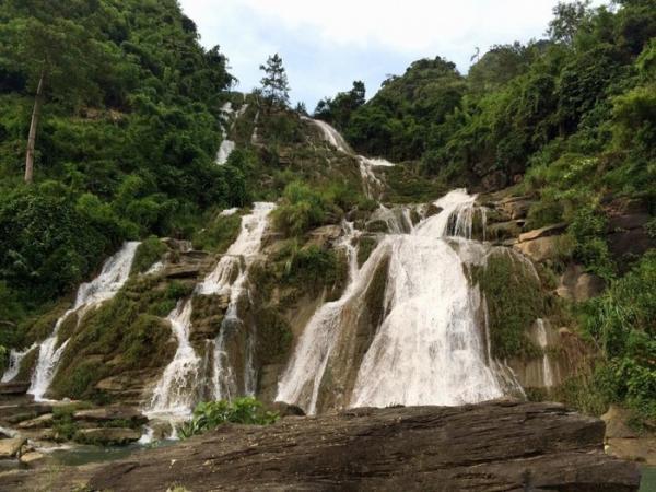 Thạch Lam cuồn cuồn nước đổ - Ảnh: Hoàng Tuấn