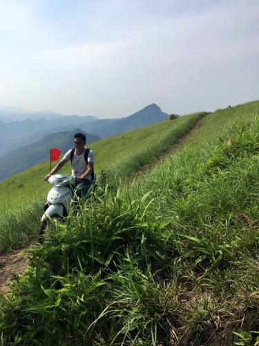 Để đến được với đồi cỏ là hành trình gian nan - Ảnh: Mai Linh