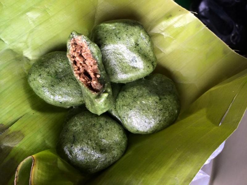 Nhân bánh bao gồm đường phên đun thành mật trộn với vừng đen