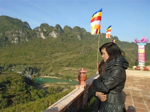Từ trên Chùa Phật tích Trúc Lâm Bản Giốc có thể quan sát được toàn bộ thác Bản Giốc.