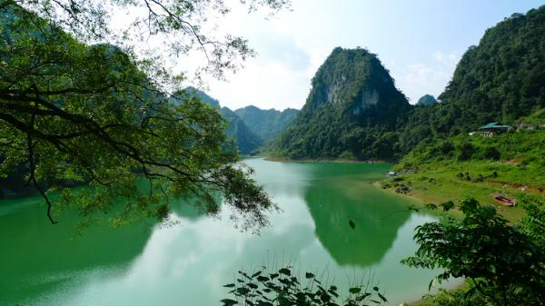 Hồ Thang Hen (Cao Bằng)