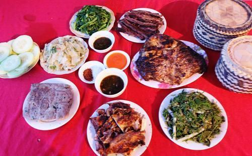 Mâm cơm của dân tộc Thái
