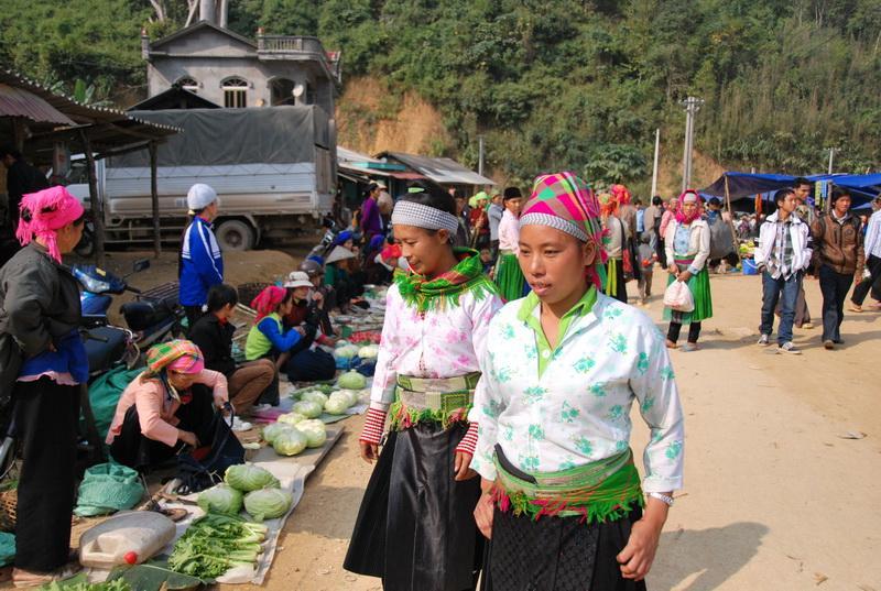 Phiên chợ Cao Bằng