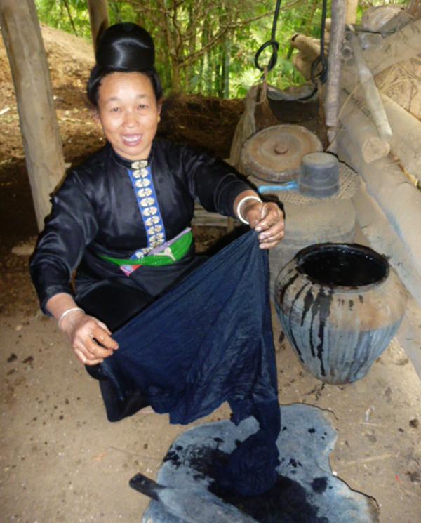Nghề nhuộm chàm thủ công truyền thống