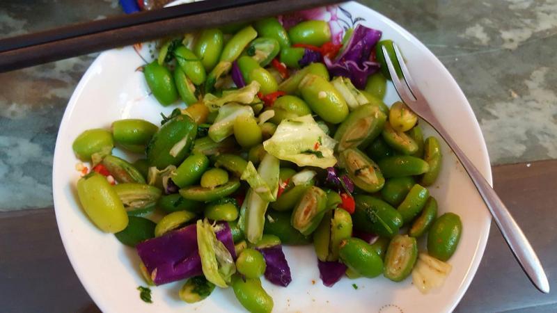 Nhót xanh dầm muối ớt là món khoái khẩu với những người ăn đồ chua