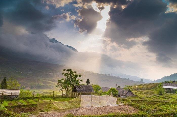 Sương trên nóc nhà - Ảnh: Jayanth Chennama