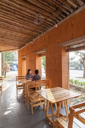 Ngôi nhà tọa lạc tại thị trấn Mạo Khê (Quảng Ninh). Dự án không gian thân thiện tre và đất được H&P Architects thực hiện với mục đích mang tới nơi sinh hoạt cộng đồng. Ảnh: Designboom.