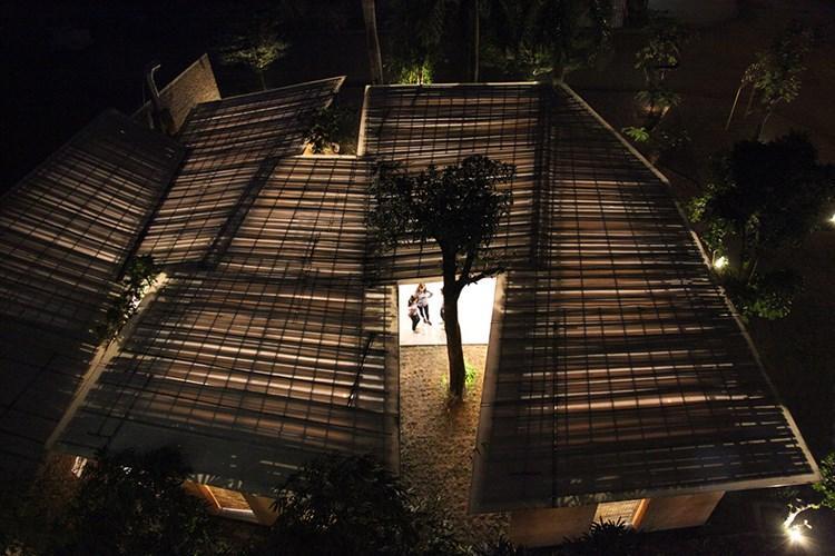 Mái nhà nhìn từ trên cao khi đêm xuống. Ảnh: Archdaily.