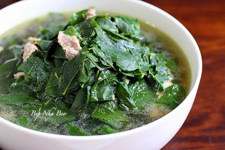 4. Rau bò khai. Rau có thể chế biến theo nhiều cách để mang lại món ăn hấp dẫn như xào với tỏi. Làm món này, rau được rửa sạch, để ráo. Đổ dầu vào chảo, đun nóng rồi cho tỏi băm vào đảo đều. Tiếp tục cho rau, thêm muối, mì chính, xào nhanh tay là có ngay đĩa rau xanh mướt, giòn tan, thanh ngọt.