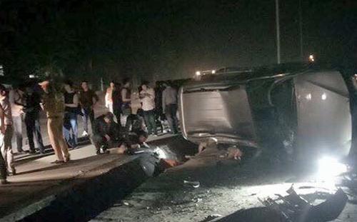Hiện trường chiếc xe Đồng cầm lái bị lật. (Nguồn: vnexpress.net)
