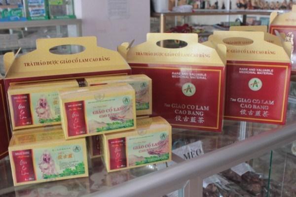 Trà Giảo cổ lam: Cây Giảo cổ lam là một trong những nguồn dược liệu quý của Cao Bằng. Giảo cổ lam được cho là có công dụng: giảm mỡ máu, ổn định huyết áp, phòng ngừa một số biến chứng bệnh tim mạch, tiểu đường.... Trà Giảo cổ lam Cao Bằng sản xuất dưới dạng trà túi lọc, nguyên liệu chính từ cây giảo cổ lam mọc tự nhiên trên vùng núi đá cao. Ảnh: Baocaobang.