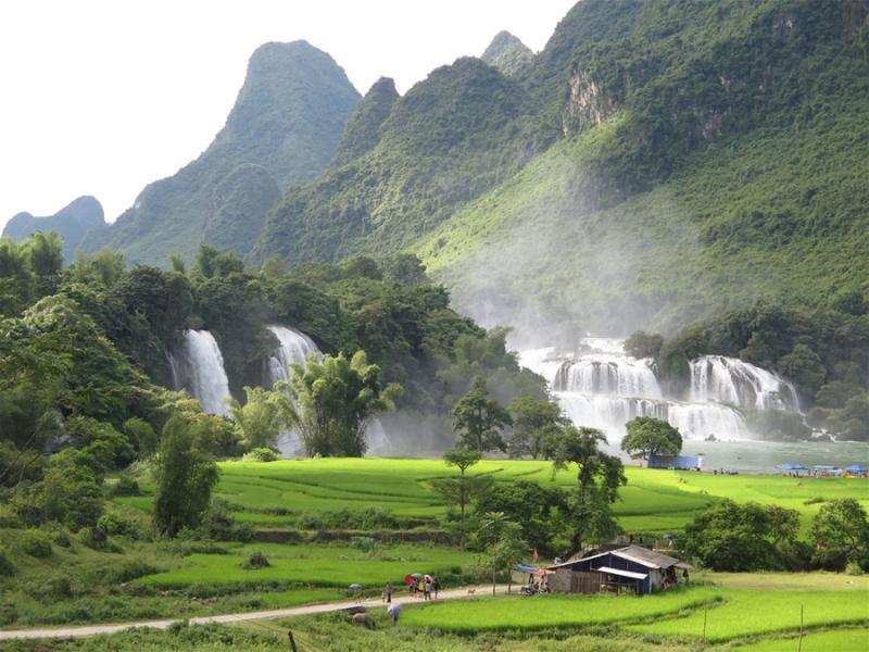 Khí hậu Bản Giốc chia thành 2 mùa rõ rệt là mùa mưa và mùa khô. Mùa mưa bắt đầu từ tháng 6 đến tháng 9 còn mùa khô thì từ tháng 10 đến tháng 5 năm sau. (Ảnh: Nguyễn Phượng Hoàng)