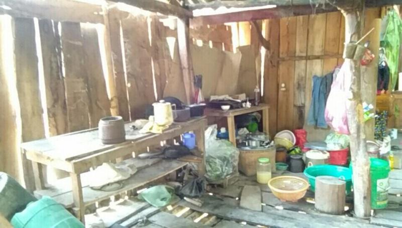 Bên trong căn nhà bé An đang ở - Ảnh: Dân Việt