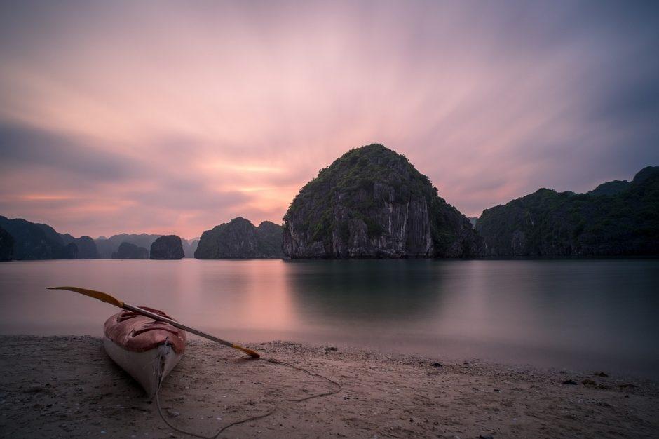 Vịnh Lan Hạ, một viên ngọc ẩn mình (Ảnh: Kenznguyen / Pixabay)