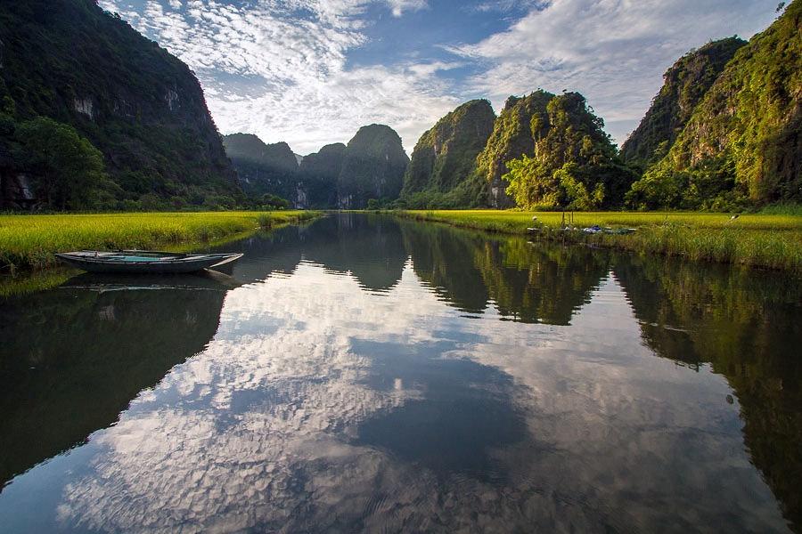 Thung lũng lúa gạo Tam Cốc ở Ninh Bình (Ảnh: Hoàng Giang Hải / Flickr)