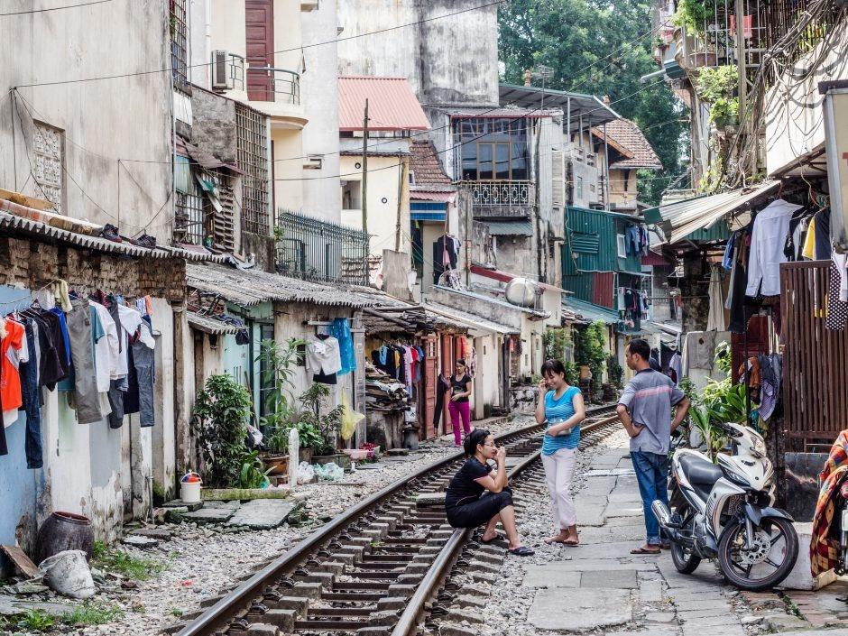Cuộc sống bên đường sắt Hà Nội (Ành: Esin Üstün / Flickr)