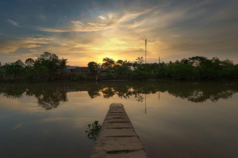 Hoàng hôn ở đồng bằng sông Cửu Long (Ảnh: Jos Dielis / Flickr)