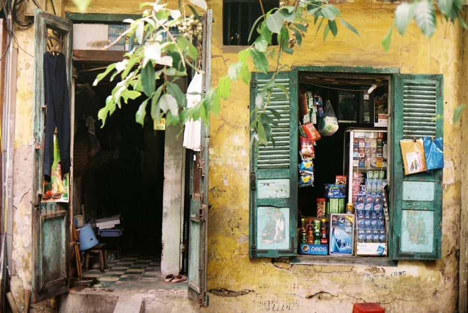 Cửa hàng tạp hóa cũ ở Hà Nội (Ảnh: Khánh Hmoong / Flickr)