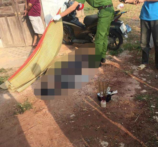 Khu vực nạn nhân tử vong cạnh ngôi nhà vắng người.
