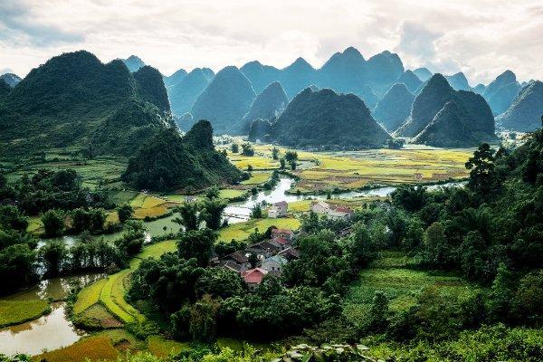 Cảnh sắc nên thơ tại suối Cạn, một nhánh của sông Quây Sơn.
