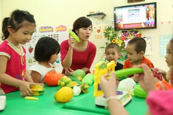 Giáo viên mong mỏi tăng lương, để có thêm động lực cống hiến. Ảnh: Hải Nguyễn