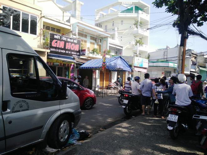 Không khí tang thương bao trùm cả con đường Trần Đình Trọng.