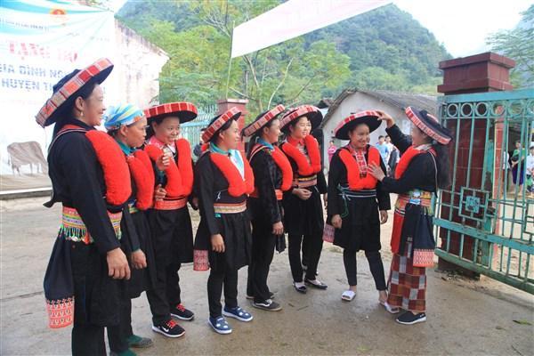 Khăn đội đầu của phụ nữ dân tộc Dao.
