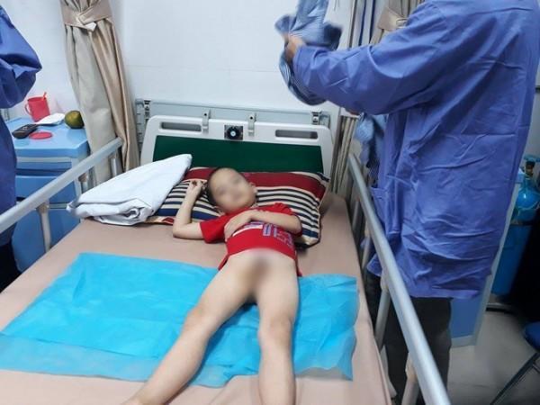 Các bé sau khi phát hiện bệnh được điều trị tại Bệnh viện Da liễu Trung ương.