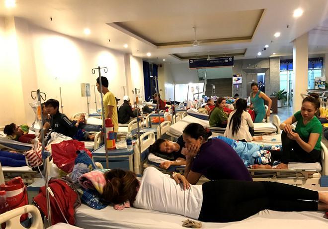 29 công nhân biểu hiện nặng vẫn đang được theo dõi. Ảnh: Thái Linh.