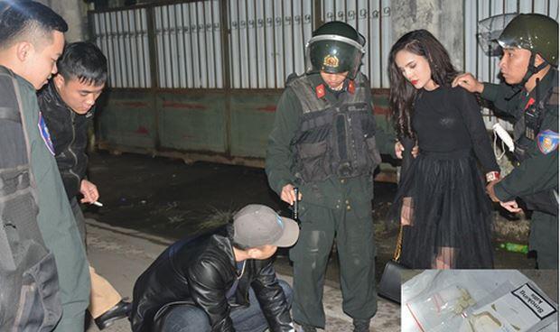 Nữ thanh niên và tang vật liên quan đến hành vi tàng trữ trái phép ma túy do tổ công tác phát hiện. Ảnh: Công an Quảng Ninh.