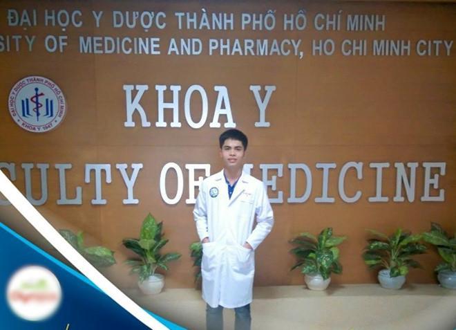 Hữu Hiếu hiện là sinh viên Đại học Y dược TP.HCM và đang bước vào kỳ thi cuối kỳ. Ảnh: FBNV.
