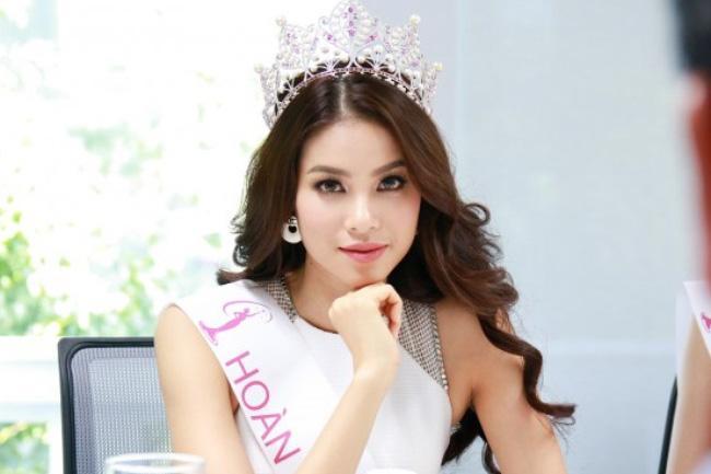 Phạm Hương đăng quang Hoa hậu hoàn vũ Việt Nam năm 2015.