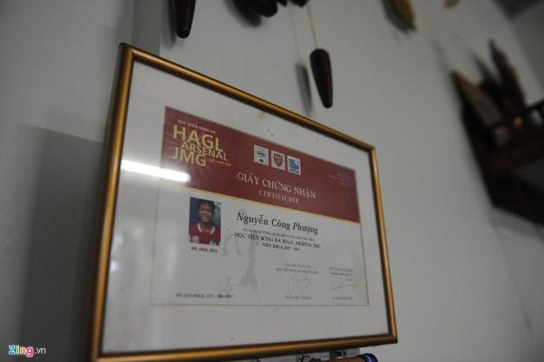 """Hình ảnh """"bé"""" Công Phượng cười tươi rói ở giấy chứng nhận trúng tuyển Học viện HAGL Arsenal-JMG khoá 2007-2014"""